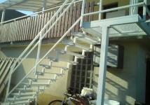 Jeklene stopnice s podestom