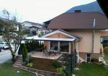 Kovinski nadstrešek na terasi