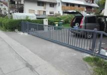 Vrtna drsna vrata z osebnim prehodom