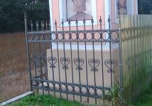 Vrtna ograja ob kapelici
